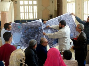 Participants introducing their result maps to the plenum